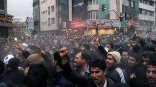 بالفيديو.. المتظاهرون الإيرانيون يطالبون بإسقاط خامنئي وحل الحرس الثوري